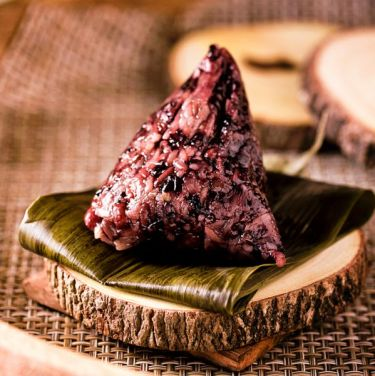 Black rice dumplings with red beans